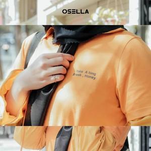 Dengan pemilihan warna jaket yang cerah, penampilanmu juga makin ceria!  📷 @sapakamila . . . . Koleksi Osella bisa kamu dapatkan secara offline di Matahari Dept Store dan showroom terdekat di mall kesayangan kamu atau secara online di: linktr.ee/OSELLA.SHOPNOW