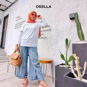 Pair your white clothes with neutral colors for a casual-simple look  📷 @mearvic . . . . Koleksi Osella bisa kamu dapatkan secara offline di Matahari Dept Store dan showroom terdekat di mall kesayangan kamu atau secara online di: linktr.ee/OSELLA.SHOPNOW