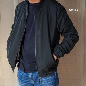 The newest & Must have Black Jacket from @osellaman. Berbahan dasar parasut, jaket ini bisa melindungi kamu dari angin loh, Osella Friends. . . . . Koleksi Osella bisa kamu dapatkan secara offline di Matahari Dept Store dan showroom terdekat di mall kesayangan kamu atau secara online di: linktr.ee/OSELLA.SHOPNOW