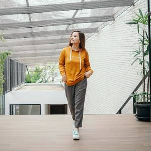 Stay casual and stylish with @osellawoman hoodie & capri pants! ✨  Shop Osella Online! linktr.ee/osella.shopnow